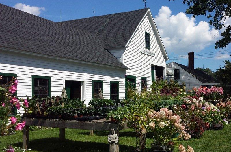 HometoCottage.com Snug Harbor Farm from the road