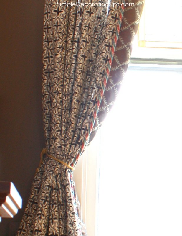 SimpleDecoratingTips.com simple trimmed window treatments