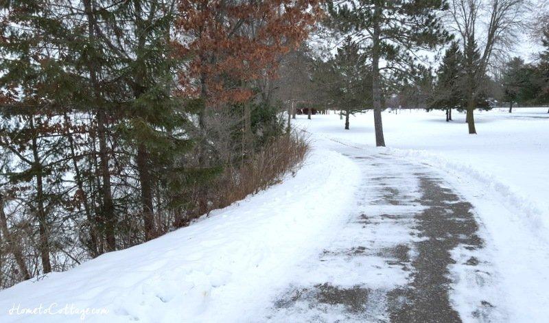 HometoCottage.com curving path along river