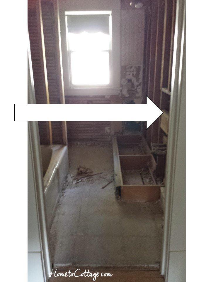 HometoCottage.com bathroom door placement