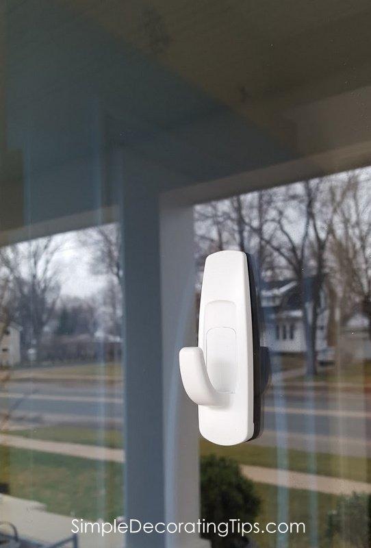 SimpleDecoratingTips.com command hook on door