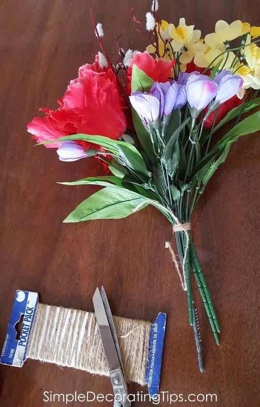 SimpleDecoratingTips.com tie a bunch of flowers